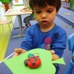 Dziecko z biedronką