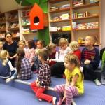 Dzieci w dziale dla dzieci