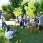Grupowe zdjęcie przy balonach