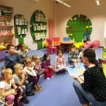 Czytanie bajki dzieciom