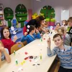 Dzieci ze swoimi bocianami