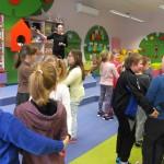 Dzieci w zabawie tanecznej