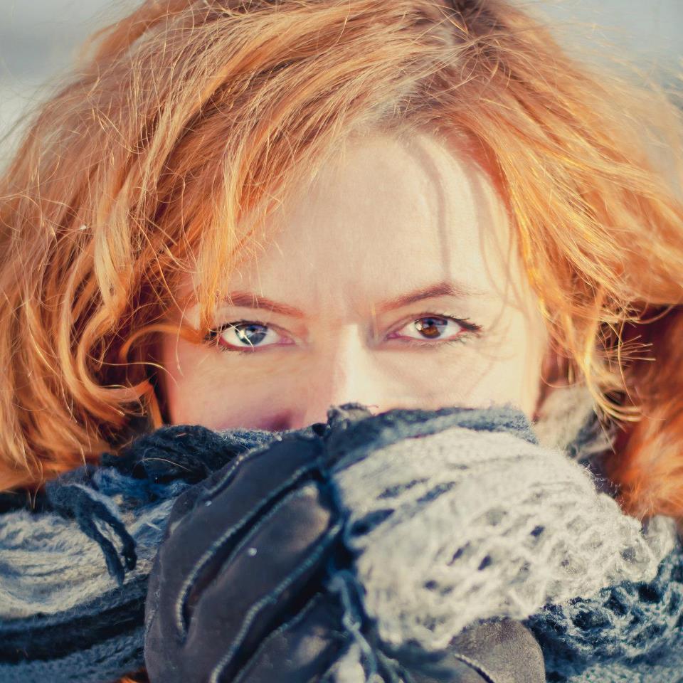 Portret autorki, zakryta dolna część twarzy