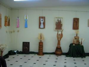 Wystawa dzieł wykonanych z wikliny i drewnianych aniołów