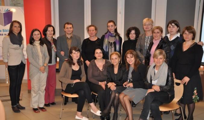 Zdjęcie grupowe gruzińskich bibliotekarzy z pracownikami biblioteki
