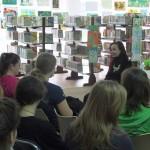 Autorka rozmawia z młodzieżą o swojej pracy