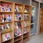 Regały z czasopismami