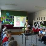 Uczniowie oglądają prezentację