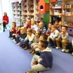 Dzieci słuchające