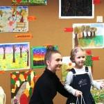 Dziecko odbierające nagrodę