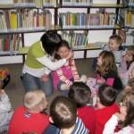Pani Agata Półtorak w rozmowie z dziećmi