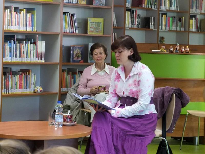 Autorka czyta swoją książkę
