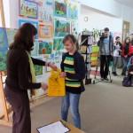 Wręczanie nagrody laureatowi