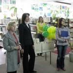 Pracownicy biblioteki i przedstawiciele sponsora
