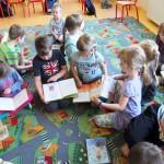 Dzieci czytające książki Grzegorza Kasdepke