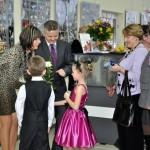 Młodzi tanczerze ze swoimi nauczycielami