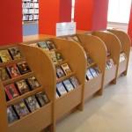 Regały z filami DVD