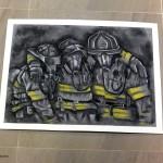 Praca pokazująca trzech strażaków