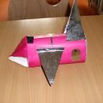 Różowa rakieta z papieru