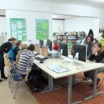 Uczestnicy pracują przy komputerach