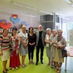 Zdjęcie grupowe autora i jego żony z pracownikami biblioteki i kilkoma gośćmi