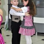 Pokaz tańca przez najmłodszych tancerzy