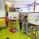 prezentacja rysunków przez dzieci