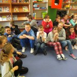 Dzieci siedzące