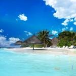 Fotografia plaży na tropikalnej wyspie z dorysowanymi elementami