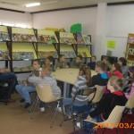 Dzieci na zajęciach z ilustrowania