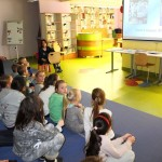 Dzieci oglądające bajki