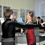 Pokaz tańca towarzyskiego przez starszą młodzież