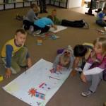 Dzieci rysują na wskazany temat