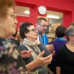 Goście oglądają wystawę