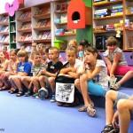 Dzieci w bibliotece w czasie ferii