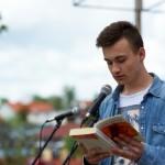 Czytanie jednej z książek na głos