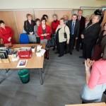 Goście odwiedzają odnowione pomieszczenie Działu Gromadzenia i Opracowania Zbiorów