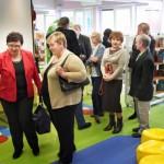 Goście oglądają pomieszczenia Oddziału dla Dzieci