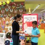 Wręczenie nagrody dla uczestnika