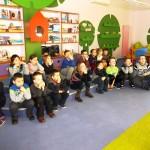 Dzieci w sali dla dzieci