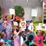 Dzieci z rysunkami