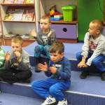 Dzieci klaszczące