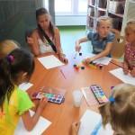 Dzieci przy okrągłym stole