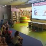 Dzieci oglądające prezętacje