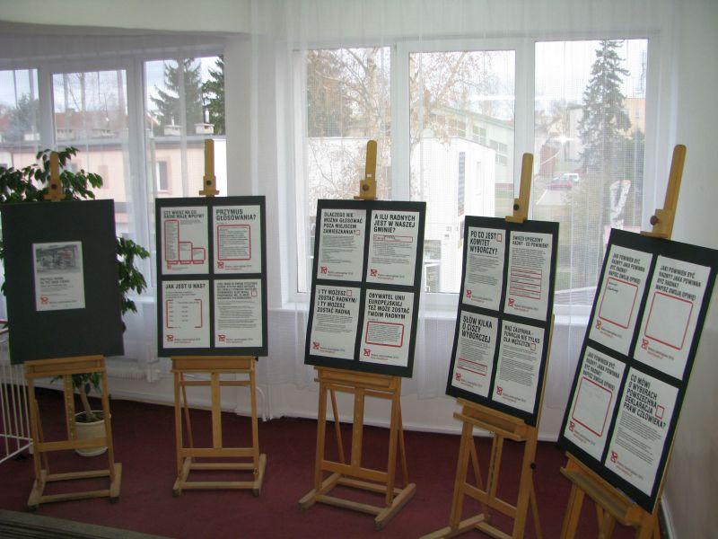 Plansze z informacjami zachęcającymi do głosowania