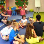 Dzieci uczestniczące w zabawie
