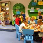 Dzieci grające w gry planszowe
