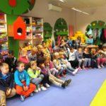 Dzieci oraz bibliotekarki