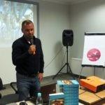 Andrzej Meller oraz kopie jego książki