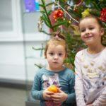 Dzieci i choinka